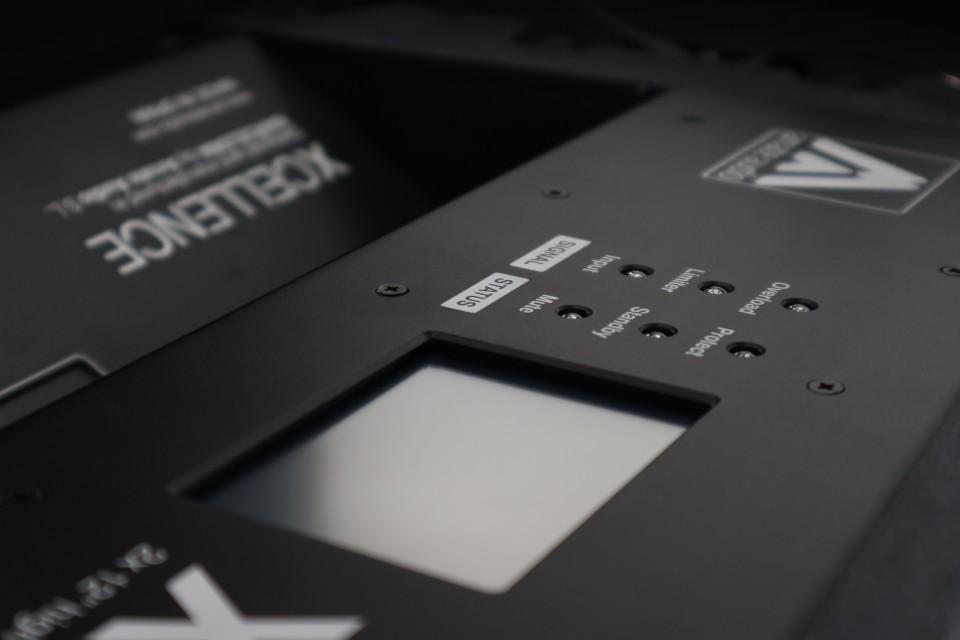 Detalle diseño altavoz X212AF